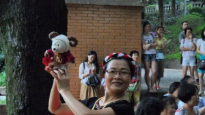 Rodney and the folkdancer, Yuexiu Park
